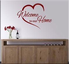 Adesivi murali welcome to our home è una decorazione adesiva murale per dare a tutti il benvenuto nella tua casa accogliendoli con stile ed originalità.