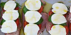 Saftige kyllingefileter med tomat, basilikum og mozzarella ovenpå. Simpel og suveræn aftensmad.