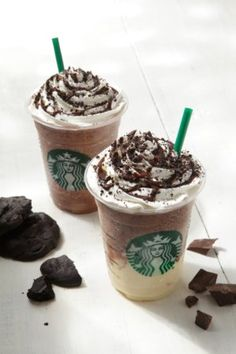 International Starbucks Food and Drinks You've Never Seen: These chocolaty drinks from Japan are dessert in a glass. A Chocolate Cookie Crumble frappuccino and another one swirled with a white chocolate pudding are shown here. Starbucks Frappuccino, Starbucks Drinks, Starbucks Coffee, My Coffee, Starbucks Secret Menu, Starbucks Recipes, Coffee Recipes, Desserts In A Glass, Around The World Food