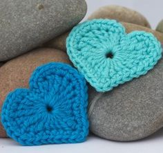 """Free pattern for """"Modern Heart Applique""""! You have to start with a magic ring for this heart otherwise the centre hole is too big."""