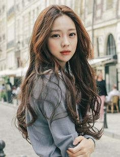 Pin oleh verona monroe di asian models girls&boys - ulzzang, western, k Asian Model Girl, Asian Girl, Asian Models, Long Curly Hair, Curly Hair Styles, Korean Beauty, Asian Beauty, Park Seul, Yoon Ara