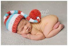 albany newborn photo baby in sleepy elf hat www.tuleafphotography.com #albanynewbornphotographer #albanybabyphotography
