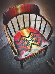 42 Outstanding Diy Painted Chair Designs Ideas To Try - Home Decor - Chair Design Western Decor, Rustic Decor, Western Chic, Rustic Wood, Farmhouse Decor, Painted Chairs, Painted Furniture, Painted Tables, Furniture Makeover