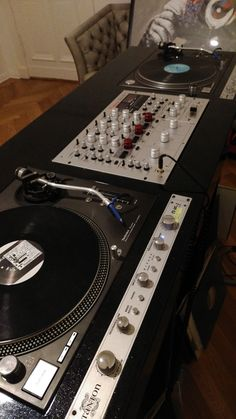 BMy Set up with Vestax pmc-cx Rotary and pimped 1210 with pitch mod. Switchable pitch from -20 to +20