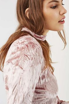 No need for accessories with this built in choker long-sleeve top. In a party-ready pink crushed velvet, it comes in a cropped fit – perfect for teaming with a high waisted skirt. #Topshop