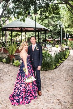 Everything you need to know about a San Miguel de Allende wedding, including vendor recommendations on Belle Meets World blog!