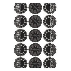 Diese skandinavische Gardine hat ein herrliches Retro-Muster, das perfekt ins klassisch eingerichtete Zuhause passt.