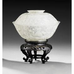 A MUGHAL-STYLE JADE BOWL AND COVER, CHINA, QING DYNASTY, 19TH CENTURY