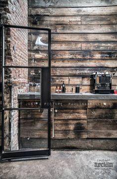 Concrete counter top and repurposed wood walls. Las Cositas de Beach & eau: JEANS......y GOOD GENES STORE.......fotografiado en todos sus matices por PAULINA ARCKLIN: