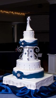 Beautiful Blue and White Wedding Cake