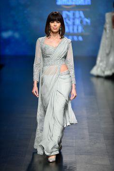Ideas Fashion Winter 2018 Jacket For 2019 India Fashion Week, Lakme Fashion Week, Desi Wedding, Fall Wedding, Wedding Hair, Wedding Ideas, Modern Saree, Stylish Blouse Design, Saree Trends