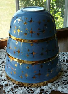 Vintage Hall 24K Cadet Blue Mixing Bowls Vintage Bowls, Vintage Kitchenware, Vintage Dishes, Vintage Pyrex, Vintage Love, Vintage Style, Glass Ceramic, Ceramic Pottery, Retro Kitchen Accessories
