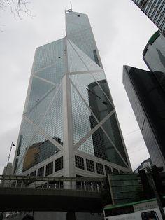 由知名建築師貝聿銘設計,外型被說像竹子節節高升的中銀總部大樓