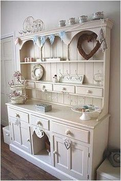 Shabby Chic Furniture – Distressed Furniture in Demand Cottage Shabby Chic, Shabby Chic Office, Shabby Chic Kitchen, Shabby Chic Style, Shabby Chic Decor, Distressed Furniture, Upcycled Furniture, Shabby Chic Furniture, Diy Furniture