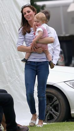 We love a good casual K-Mid outfit, and this one comes with a bonus—wee Prince George!