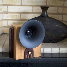 Marconi: The Bluetooth Sound Machine. Retro wood Bluetooth