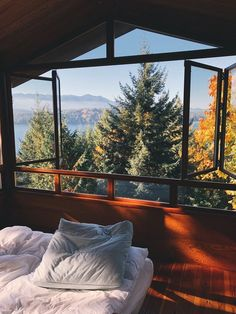 this is what I'm looking for in my future house Future House, My House, Beautiful Homes, Beautiful Places, Beautiful Scenery, Beautiful Pictures, Window View, Open Window, Cabins In The Woods