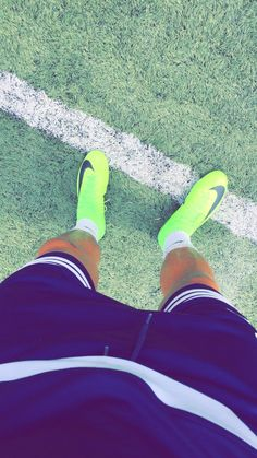World Soccer News Nike Football Boots, Football Boys, Soccer Photography, Photography Poses For Men, Rauch Fotografie, Soccer Outfits, Soccer Guys, Soccer Pictures, Cute Boys Images