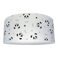 Plafondlamp Panda zwart-wit mint andgemaakte plafondlamp met een print van panda's met mintgroene strikjes. Deze lamp is ideaal voor als je een laag plafond hebt. De plafondlamp wordt geleverd met een mat wit ophangsysteem met E27 fitting, waar maximaal 60 watt in mag. De onderkant van de plafonniere wordt gesloten met een witte blender wat een prettig diffuus licht geeft en er voor zorgt dat je niet direct tegen het peertje aankijkt. Deze plafonniere is een echte eye catcher in de kamer
