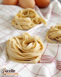 Pasta all'uovo  http://ift.tt/2f3pKHM #pastaalluovo #pastafattaincasa #tagliatelle #primipiatti #foodporn #vsco #foodstyle #food #cooking #foodstagram #follow #followme #instagood #instalike #instadaily #recipe #italianrecipe #italianfood #ricettedellanonna #good #love #happy #italy #passione #fotooftheday #foodblogger #chef #beautiful #foodpics #vscofood