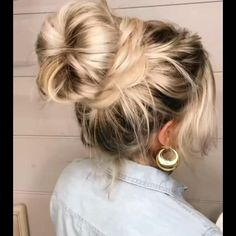Easy Messy Bun, Braided Messy Buns, Easy Hair Buns, Messy Bun With Braid, Ponytail Bun, Easy Hairstyles Medium Hair, Easy And Cute Hairstyles, Messy Braided Hairstyles, Bun Hairstyles For Long Hair
