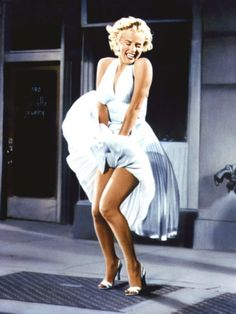 This Iconic seen from the Seven Year Itch features Marilyn Monroe standing over a subway grate. Estilo Marilyn Monroe, Marilyn Monroe Stil, Fotos Marilyn Monroe, Marilyn Monroe Wallpaper, Marylin Monroe Costume, Marilyn Monroe Outfits, Marilyn Monroe Drawing, Marilyn Monroe Movies, Marilyn Monroe Poster
