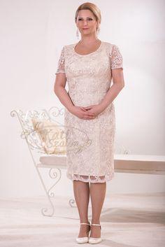 598- rövid, csipke alkalmi ruha, második esküvőre és örömanya ruhának is elegáns viselet