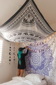 Lavendel-Liebes-Mandala-Tapisserie The post Lavendel-Liebes-Mandala-Tapisserie appeared first on İvi Purple Tapestry, Mandala Tapestry, Tapestry Bedroom Boho, Tapestry On Ceiling, Wall Tapestry, Hippie Tapestries, Hanging Tapestry, Hippy Bedroom, Bohemian Bedrooms