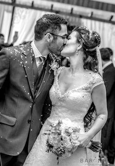 Saída dos noivos da cerimônia! Fotografia Luis Baroni