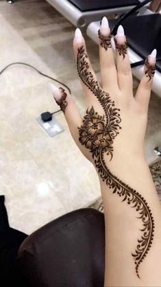 Apply these best Party Mehndi design that helps in bringing out your beauty. Here are Some Trendy and stylish Party Mehndi Designs. Henna Hand Designs, Dulhan Mehndi Designs, Mehandi Designs, Mehndi Designs Finger, Modern Henna Designs, Henna Tattoo Designs Simple, Basic Mehndi Designs, Mehndi Designs For Beginners, Mehndi Designs For Girls