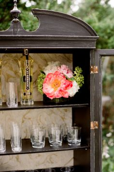 back bar + marbled wall paper | Ritzy Bee Events | Kate Headley Photography