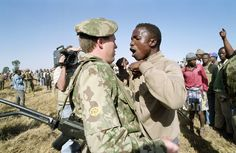 An ANC supporter confronts a police offer who refused to allow residents to identify a person police shot and killed in Boipatong township, Vaal, in June (Greg Marinovich) Bang Bang, Apartheid, Lest We Forget, Documentary Photography, African History, South Africa, Documentaries, Police, Abs
