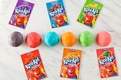 KOOL-AID Play Dough Recipe - Kraft Recipes Great idea to do as a summer project with little ones at home! Kraft Foods, Kraft Recipes, Projects For Kids, Crafts For Kids, Diy Crafts, Science Projects, Kool Aid Play Dough Recipe, Koolaid Playdough, Homemade Playdough