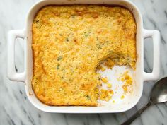 Corn bread casseroles are a too-busy cook's dream. A handful of pantry staples—frozen and canned corn, corn muffin mix, butter, sour cream and an egg Cornbread Casserole, Casserole Dishes, Casserole Recipes, Chicken Casserole, Casserole Ideas, Potato Casserole, Corn Recipes, Wine Recipes, Cooking Recipes