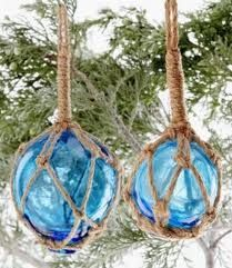 Love these nautical Christmas decorations.
