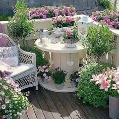 Turn an Old Spool into a Garden Patio....these are the BEST Garden & DIY Yard Ideas!