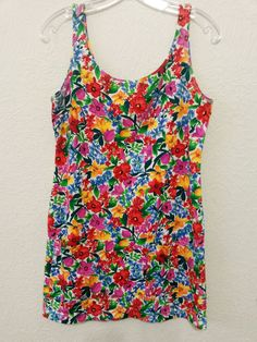 Jantzen Image - Women's Top (Size Small) Multi-color Floral Knit Blouse - Pullover…  ..... Visit all of our online locations ..... (www.stores.eBay.com/variety-on-a-budget) ..... (www.amazon.com/shops/Variety-on-a-Budget) ..... (www.etsy.com/shop/VarietyonaBudget) ..... (www.bonanza.com/booths/VarietyonaBudget ) .....(www.facebook.com/VarietyonaBudgetOnlineShopping)