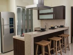 Departamento muestra. Showroom, Table, Furniture, Home Decor, Interior Design, Home Interior Design, Desk, Fashion Showroom, Tabletop
