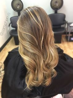 Dark roots with sun kissed honey platinum warm pearl blonde balayage ombré // highlights for brown hair