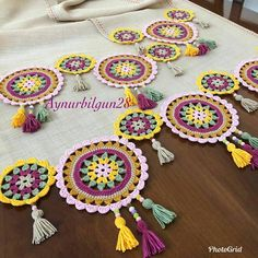Over 100 free beginners knitting patterns and projects - Knitting Projects Crochet Pouf, Crochet Mandala Pattern, Crochet Flower Patterns, Doily Patterns, Crochet Designs, Crochet Flowers, Knitting Patterns, Crochet Table Runner, Crochet Tablecloth