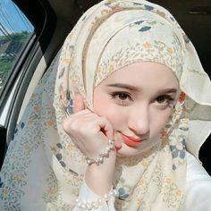 Pin Image by Hijabi Smart Beautiful Hijab Girl, Beautiful Muslim Women, Beautiful Girl Image, Hijabi Girl, Girl Hijab, Hijab Outfit, Arab Girls, Muslim Girls, Pakistani Girls Pic