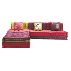 Foster the art of relaxation Asia-style with the Kimimoï modular corner bench seat in pink. This modular corner sofa is made up of 6 multicoloured cotton cushion pads you can stack with lovely printed cushions. Built how you want and to suit the s Madurai, Corner Bench Seating, Floor Seating, Embroidered Cushions, Printed Cushions, Deco Bobo Chic, Mah Jong Sofa, Banquette D Angle, Daybed Mattress