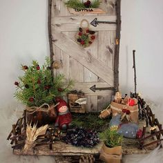 #tonttula#tonttuovi#askartelu#jouluaskartelu #kaikkeasitä#blogissalisää Elf Door, Arts And Crafts, Diy Crafts, Instagram Widget, Holidays And Events, Ladder Decor, Merry Christmas, Christmas Decorations, Miniatures