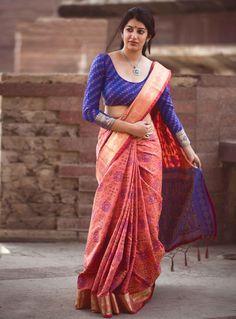 Party Wear Sarees Online: Buy Stylish & Fancy Saree Blouse For Parties. Indian Blouse Designs, Saree Blouse Designs, Blouse Patterns, Choli Designs, Sarees Online India, Silk Sarees Online, Indian Beauty Saree, Indian Sarees, Bengali Saree