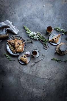 Lavender, blueberry and ricotta turnovers Ricotta, Dark Food Photography, Coffee Photography, Breakfast Photography, Photography Blogs, Local Milk, Jolie Photo, Food Styling, Food Art