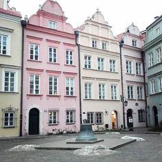 Warszawa jest bardzo niedoceniana. A wystarczy mieszkać w odpowiedniej dzielnicy i wykonywać odpowiedni zawód żeby zbudować sobie na co dzień atmosfere małego miasteczka gdzie wszyscy się znają. Otwartość też nie zaszkodzi. Piękne miejsca trzeba odwiedzać dla przyjemności a nie w biegu. Wtedy wszystko będzie przyjemniejsze. #warsaw #Warszawa #varsavia #varsovia #polonya #polska #poland
