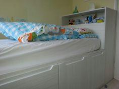 Built in bed over bulk head Box Bedroom, Bedroom Storage, Dream Bedroom, Bedroom Ideas, Bulkhead Bedroom, Stairs Bulkhead, Cabin Beds For Kids, Fitted Bedrooms, Built In Bed
