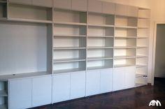 #Libreria su misura di colore bianco realizzata in un appartamento a Roma. Guarda come lavoriamo.