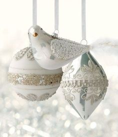Adding the Winter Frost Ornament Collection to the Christmas tree would add sparkle and sophication. Silver Christmas, Noel Christmas, Christmas Colors, All Things Christmas, Christmas Crafts, Christmas Decorations, Christmas Ornaments, Holiday Decor, Xmas