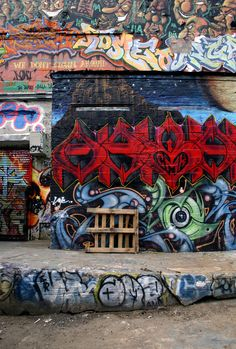 Reason why I dream about NYC: the beautiful graffiti, like this wall in Queens. Graffiti 1 by Beautiful Graffiti, Blur Photo Background, Blur Background Photography, Best Background Images, Graffiti Wallpaper, Picsart Background, Graffiti Photography, Background Images Wallpapers